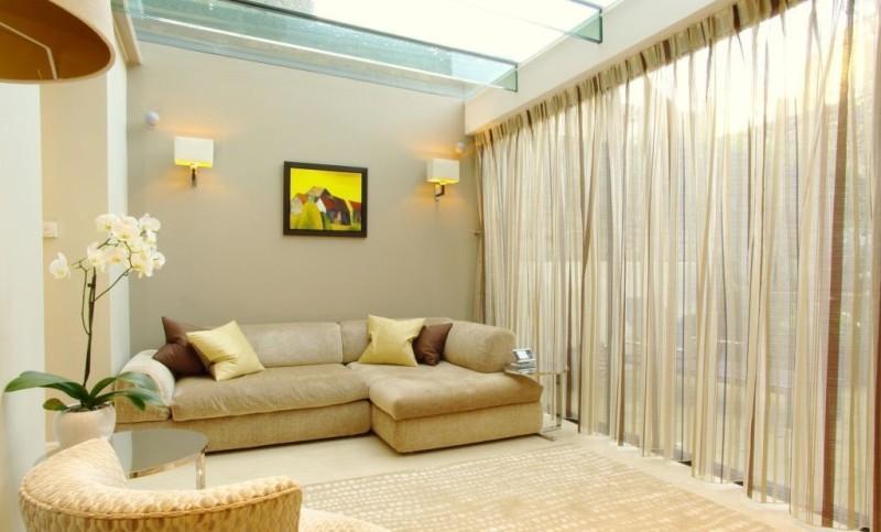 Шторы в интерьере гостиной, варианты штор для зала