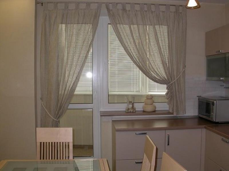 Шторы на окна с балконной дверью: многообразие вариантов