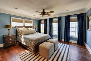 Синие шторы в интерьере комнат: гармоничные сочетания цветов