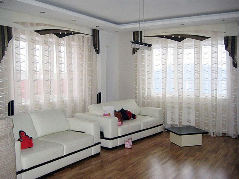 Современный дизайн штор для окна в гостиной