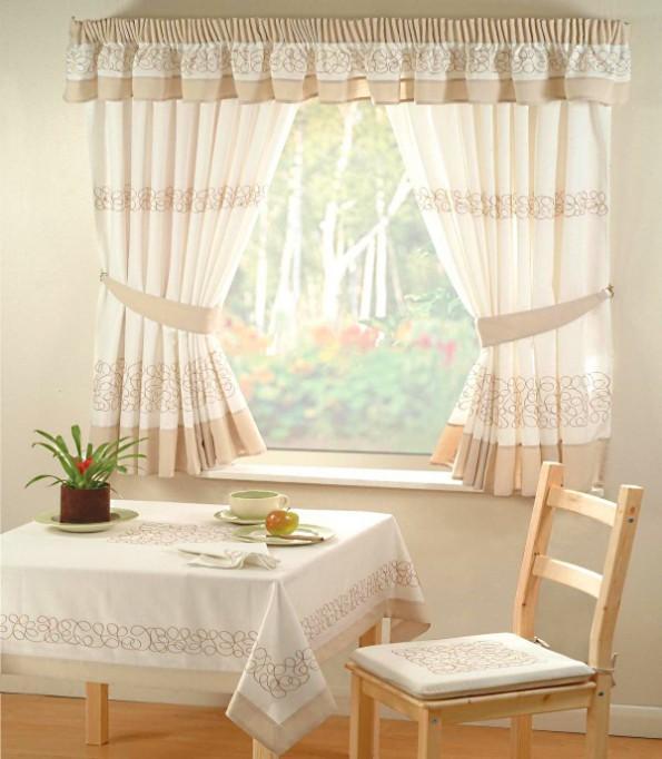 Как выбрать короткие шторы на маленькую кухню?