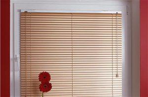 Разновидности горизонтальных жалюзи на пластиковые окна: фотожалюзи